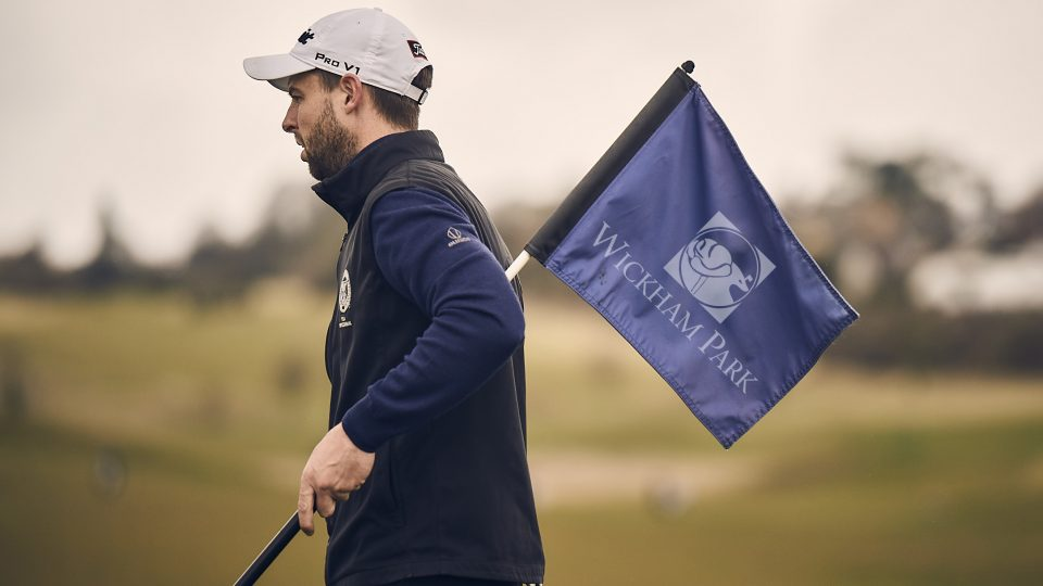 wickham park golfer holding crown golf flag